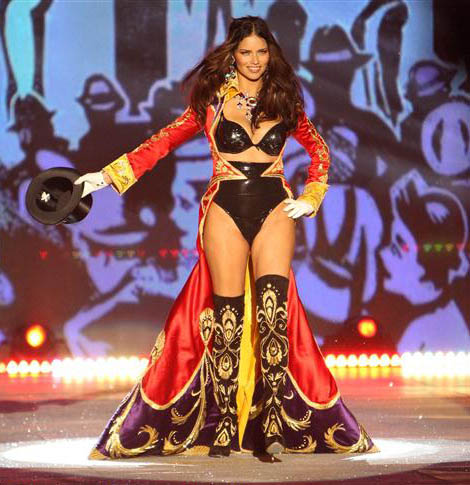 Adriana-Lima-opened-Victoria-s-Secret-2012-Fashion-Show
