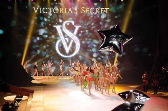 Victorias-Secret-Fashion-Show-540x359